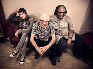 Greg Rzab, John Mayall, Jay Davenport (Photo Cristina Arrigoni)