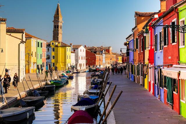 Jak poruszać siępo Wenecji? Jak dostać się z Wenecji na wyspę Burano? Tramwaj wodny, bilety, ważne informacje.