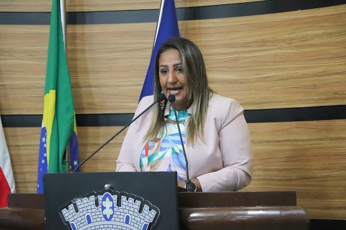 MANDATO EM AÇÃO   Nildma declara solidariedade à professores grevistas e pede atenção para o número de feminicídios na Bahia