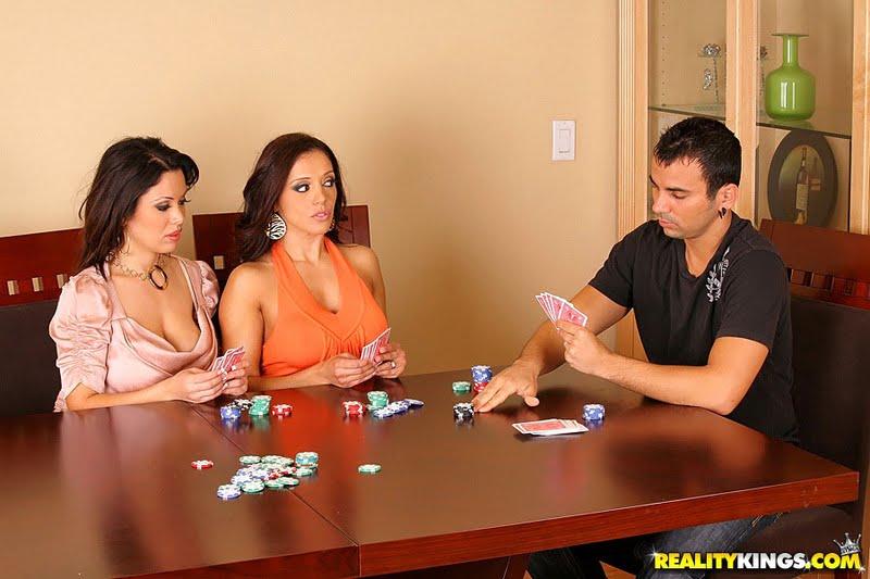 Видео смотреть как девки играют в стрип-покер 5