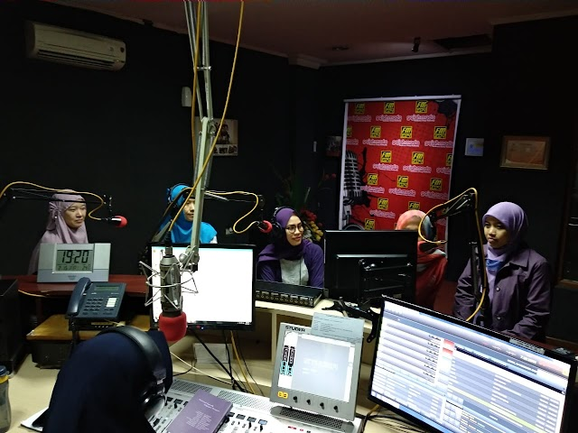 Talkshow Buku Single Fighter Women di Gajah Mada FM