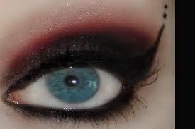 Gotik Göz Makyajı Nedir ? Gotik Makyaj Nasıl Yapılır ? Evde Gotik Makyaj Nasıl Yapılır ?