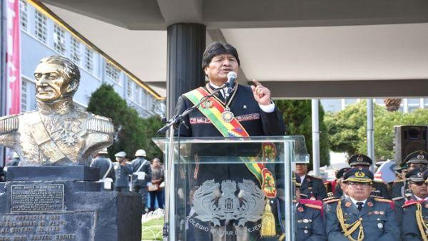 Evo reitera que FF.AA. deben defender soberanía de Bolivia