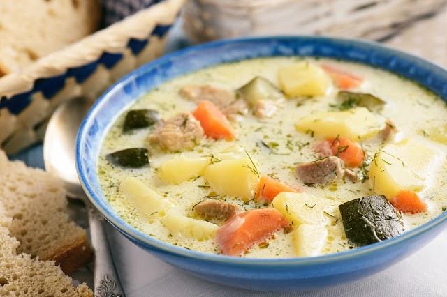 Sűrű tárkonyos sertésraguleves sok zöldséggel: csodát tesz a másnapos gyomorral
