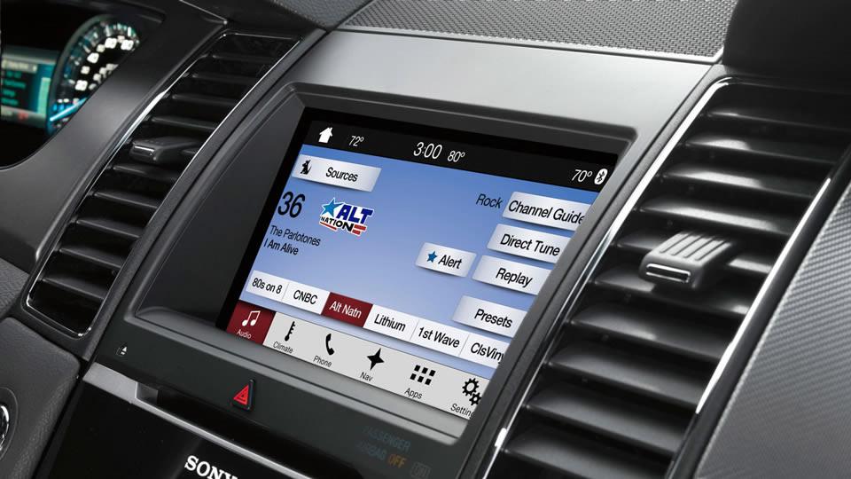 Bảng điều khiển với màn hình cỡ 8 inch đơn điệu, có trang bị Sync