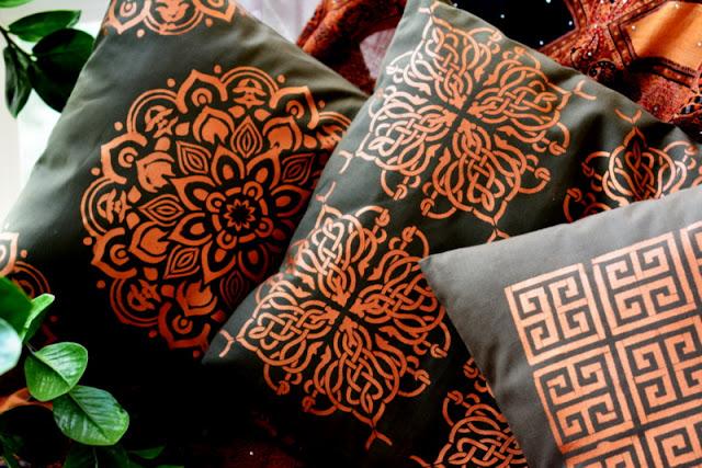 Malowanie tkanin - poszewki DIY w orientalnym stylu.