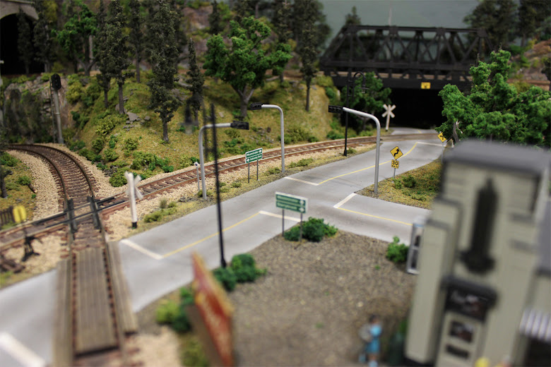 Plaster roads complete with working traffic lights, street lamps, and detailed road signs printed on photo paper