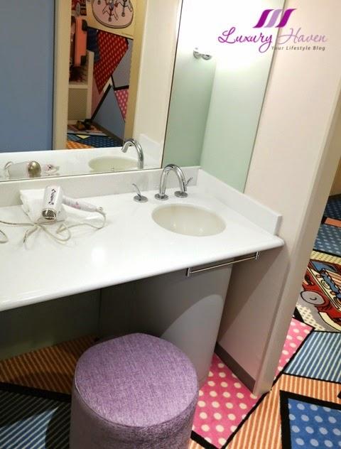 keio plaza hotel tokyo hello kitty dressing room