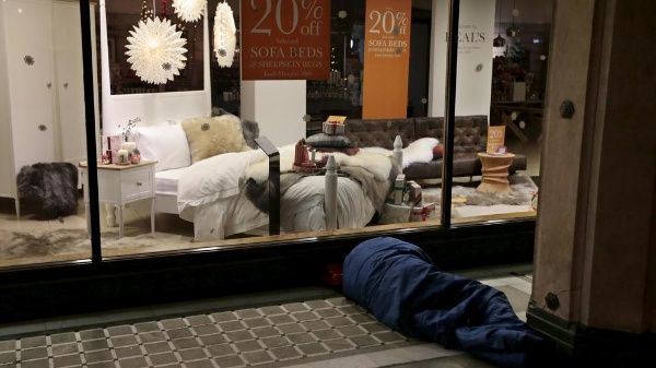 Líder británico denuncia aumento de sin techos en Reino Unido