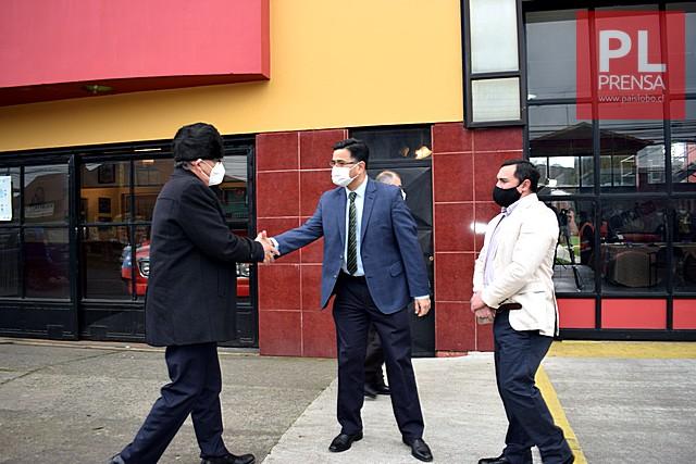 Alcalde Carrillo saluda al Director Maturana