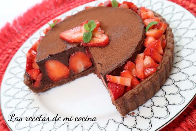 Tarta de chocolate y fresas (VIDEORECETA)