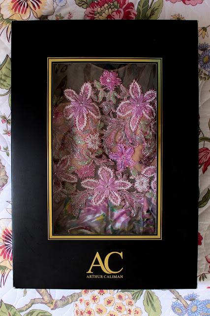 Dia a Dia Lavanderia, Arthur Caliman, Vestido luxuoso, Vestido bordado, lavanderia, Mamãe Gatona