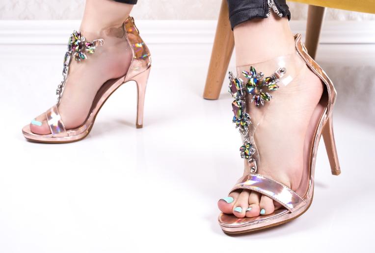 Sandale cu toc inalt elegante de ocazii ieftini la moda modele noi vara 2020