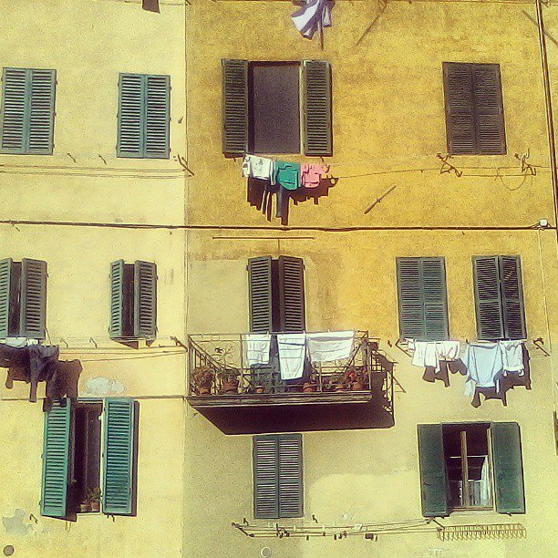 House facades in the typically yellowish colors of Siena