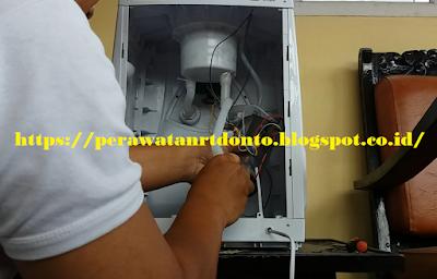 Mengganti / Memasang Selang Dispenser