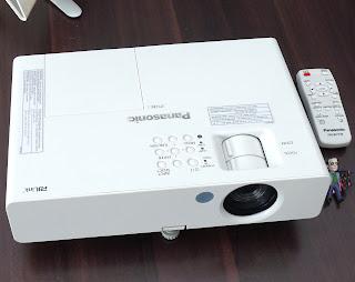 Proyektor Panasonic PT-LB2 Di Malang