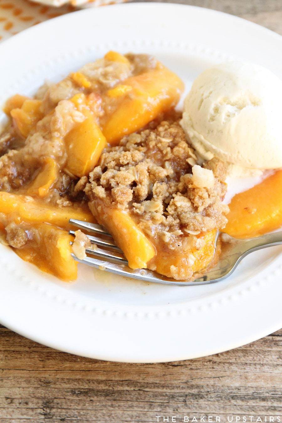 Peach crisp pie - a delicious pie with sweet juicy peaches and a buttery, cinnamony, crunchy crisp topping!