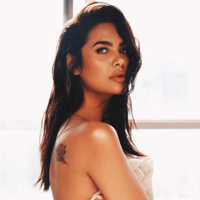 Esha Gupta goes topless