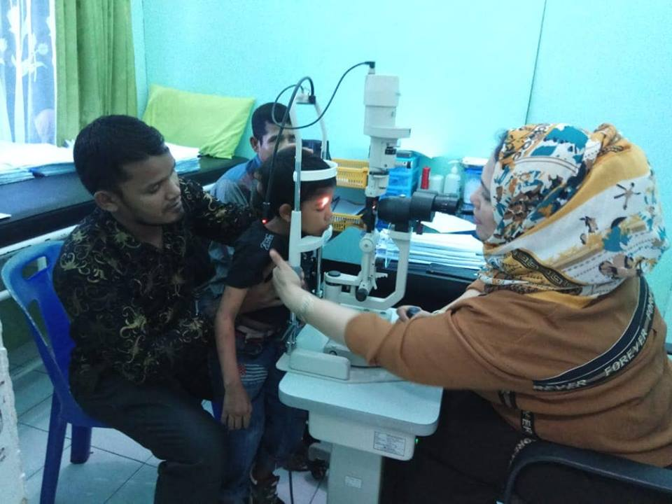 Setelah 10 tahun Mengalami Cedera kedua matanya Pak.Yacop dan Anak nya jalani Pemeriksaan awal di RS Kesrem ,Aceh Utara