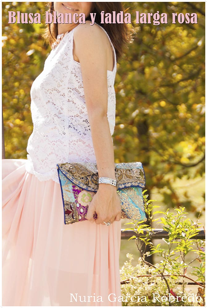 Blusa blanca y falda larga rosa