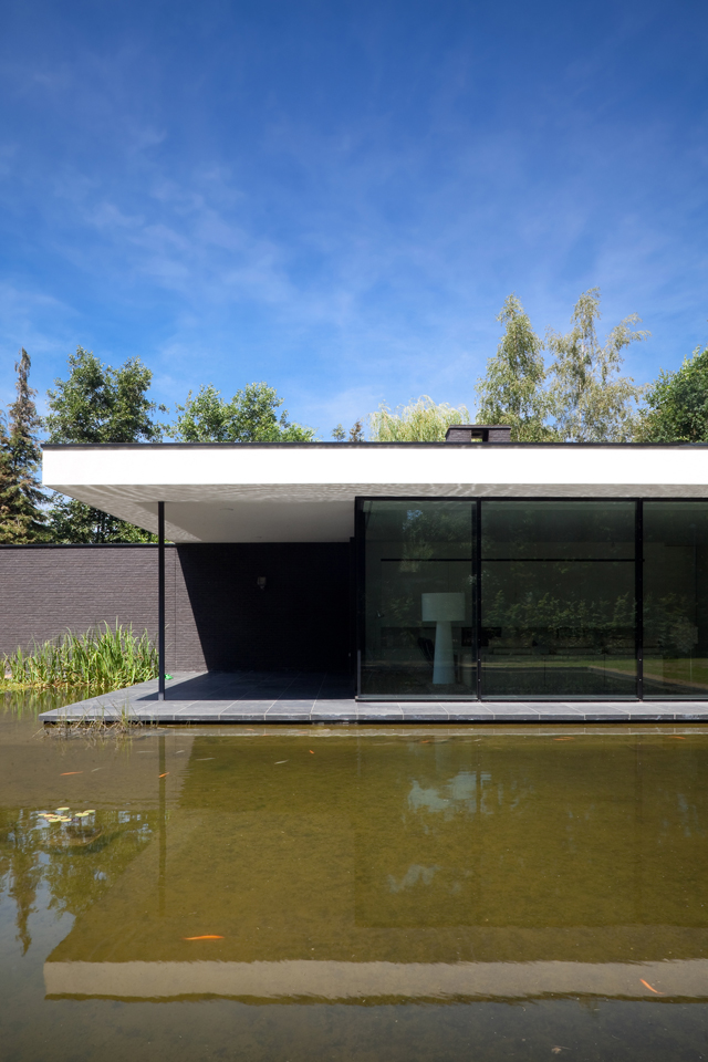 Glass House Architecture: Ultra Modern Glass House Architecture