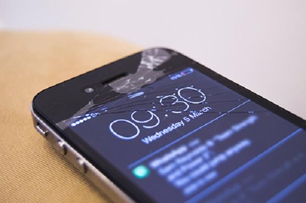 kính iphone 4s bị vỡ cần thay mới
