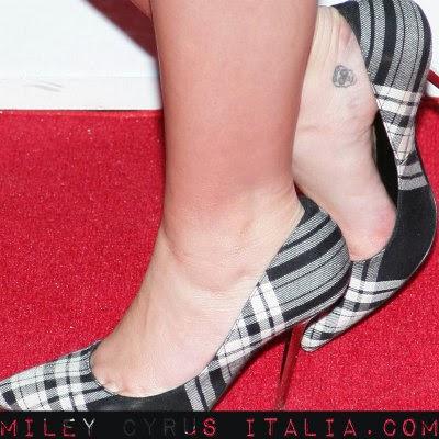 Tutti i tatuaggi di Miley Cyrus - Foto più significato ...