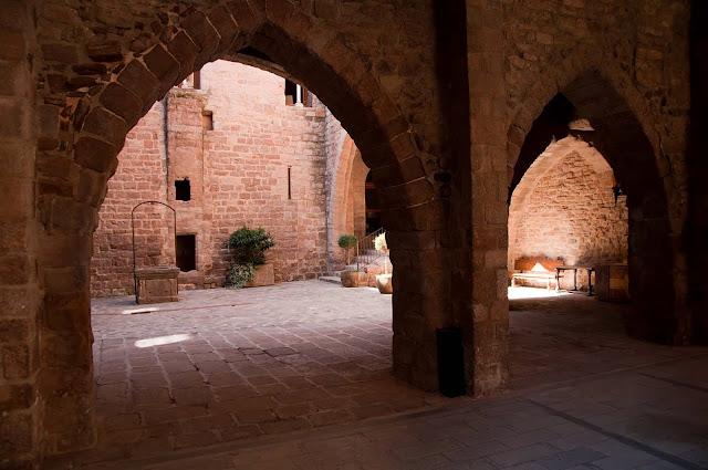 Interior castillo Cardona