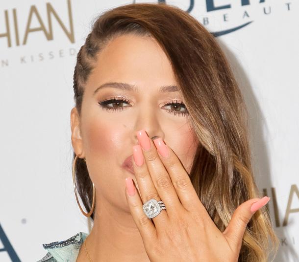 Kloe Kardashian anel de noivado com Lamar Lodon