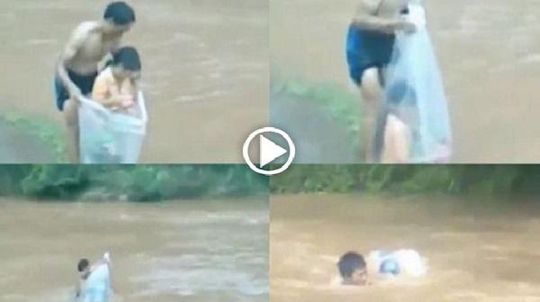 Ayah Ini Bungkus Anak Dia Dengan Plastik Dan Rendam Dalam Sungai Dan Tiba Tiba Arus Deras. Keadaan Menjadi Cemas