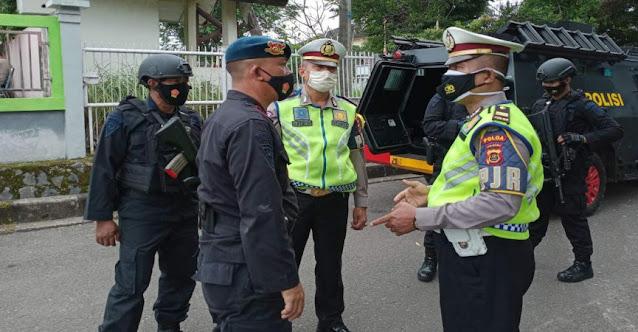 Brimob Polda Jambi Kawal Distribusi Vaksin Sinovac ke Kabupaten