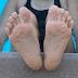 जानिएं पानी में ज़्यादा देर रहने पर हाथों और पैरों की उंगलियां क्यों सिकुड़ती हैं