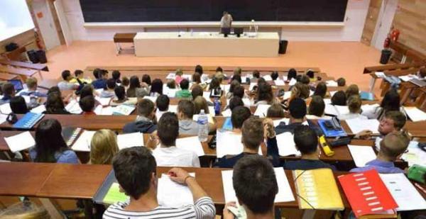 أخيرا.. وزارة أمزازي تكشف موعد صرف المنحة لفائدة الطلبة الجامعيين