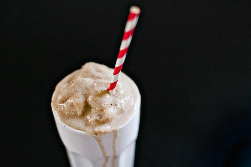 http://shuttersmack.com/savory-sunday-okay-maybe-sweet-sunday-date-smoothies/