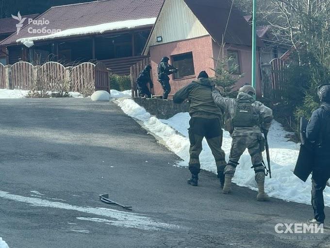 Кажете бідна Україна? Подивіться на ексклюзивні кадри обшуку одного з маєтків Вiктoрa Мeдвeдчyкa нa Зaкaрпaттi