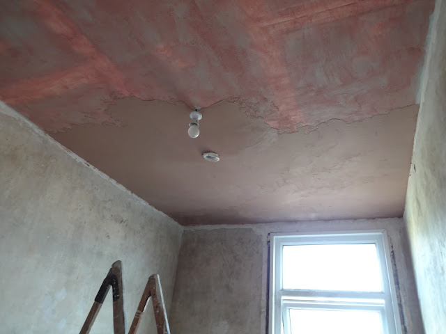 plastering the bathroom ceiling