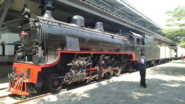 Salah satu lokomotif bertenaga uap di Museum Kereta Api Ambarawa