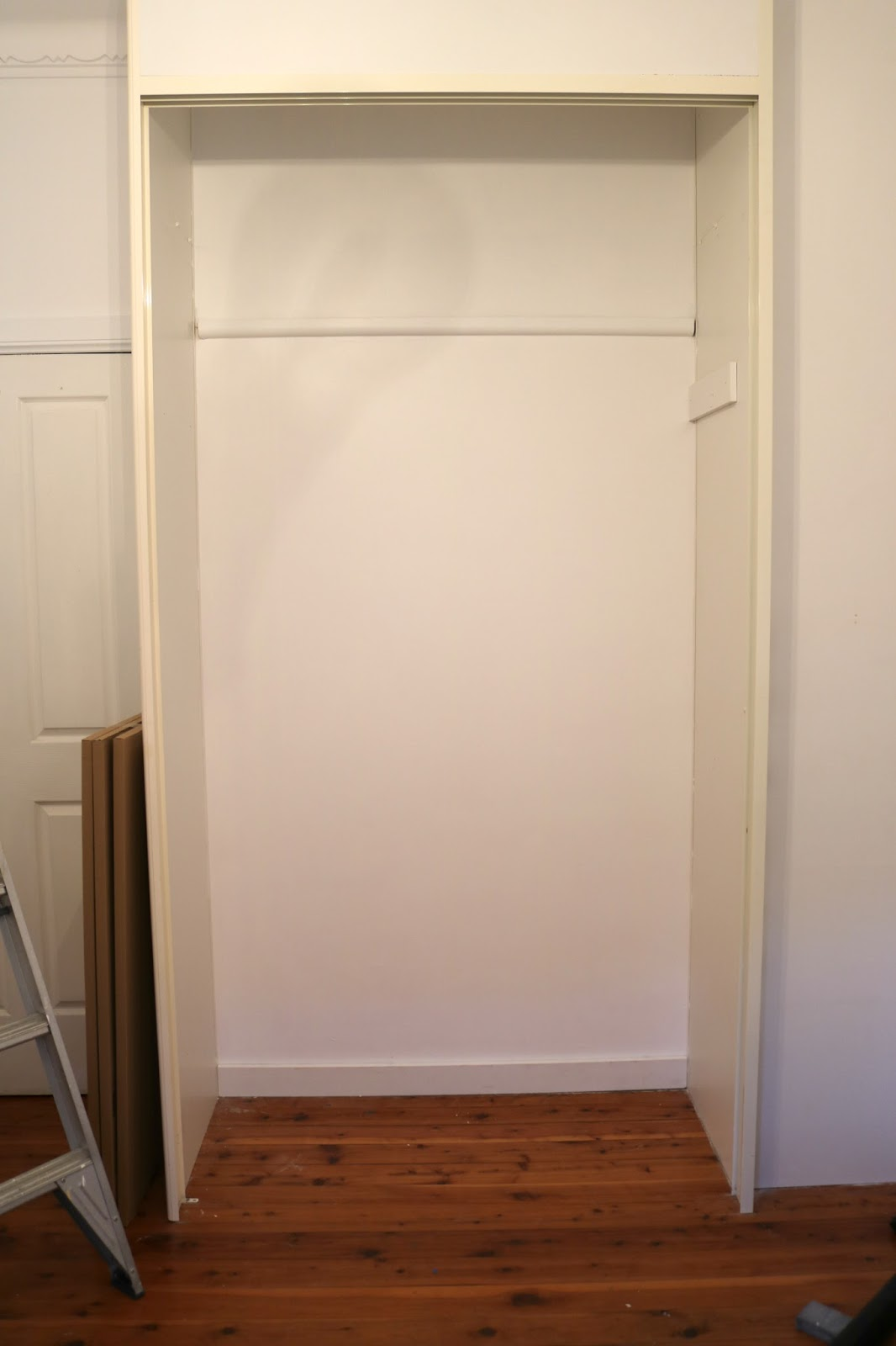 Southern in law easy diy built in wardrobe makeover so i was left with the bare bones of the wardrobe we painted the back as it was also that bright pinkgreenpurple combo and then i had to come up with a solutioingenieria Images