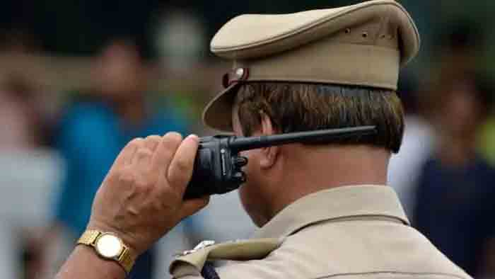 News, Thiruvananthapuram, Kerala, Police, Top-Headlines, Whatsapp, Social Media, State, Police officer, Nathuram Vinayak Godse's, Speech,