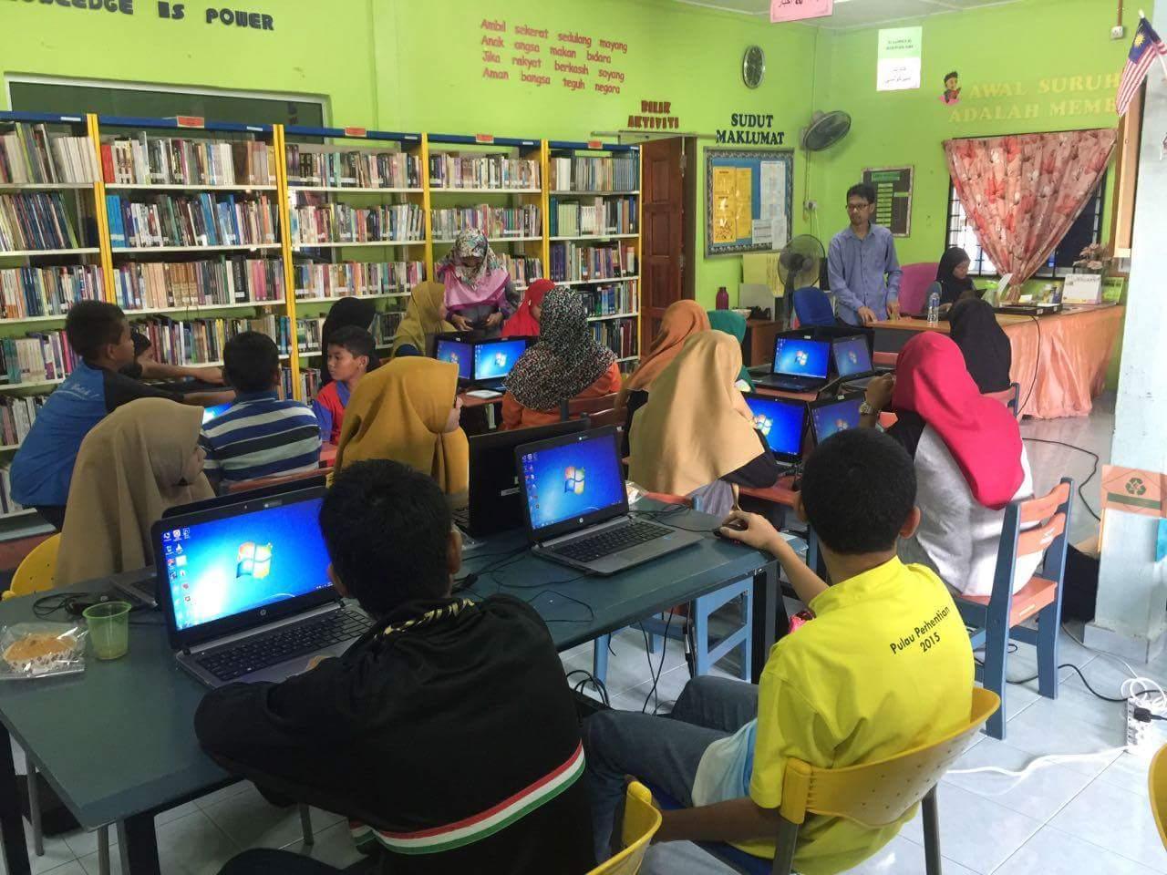 Latihan Microsoft Excel Di Masjid Tanah