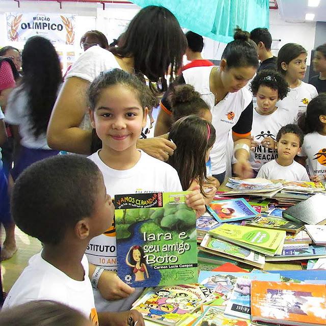 Shopping Grande Rio recebe doações de livros para a VII Festa Literária e Cultural do Instituto Reação