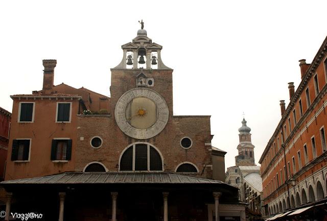 La Chiesa di San Giacomo di Rialto con l'orologio per il Mercato