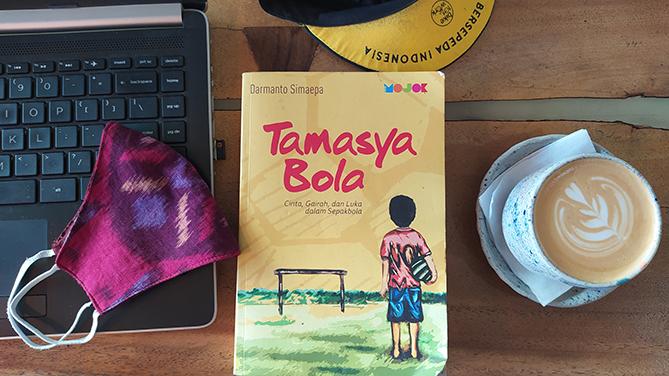 Buku Tamasya Bola karya Darmanto Simaepa