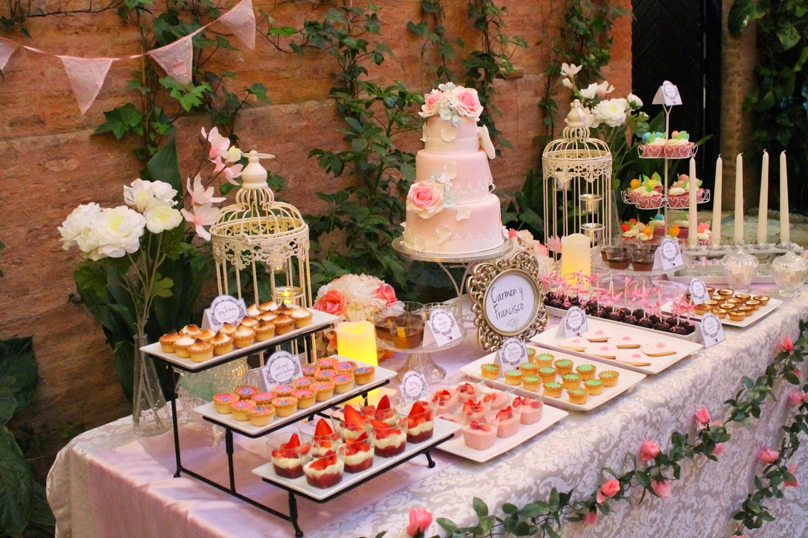 Tendencias candy buffet o buffet de dulces mesas dulces for Decoracion para mesa dulce