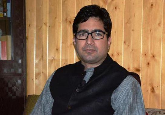पूर्व IAS शाह फैसल को दिल्ली हवाई अड्डे पर हिरासत में लेकर भेजा गया कश्मीर - newsonfloor.com
