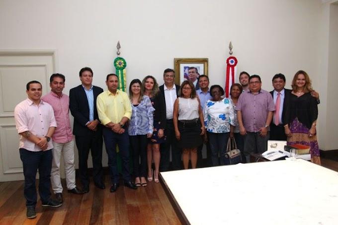 Flávio Dino anuncia reajuste salarial para professores da rede estadual