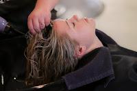 पार्लर में हेयर स्पा कैसे करते हैं। Hair spa at parlour