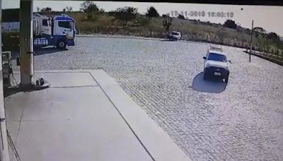 Acidente entre moto e carro deixa uma pessoa ferida em Poço das Trincheiras