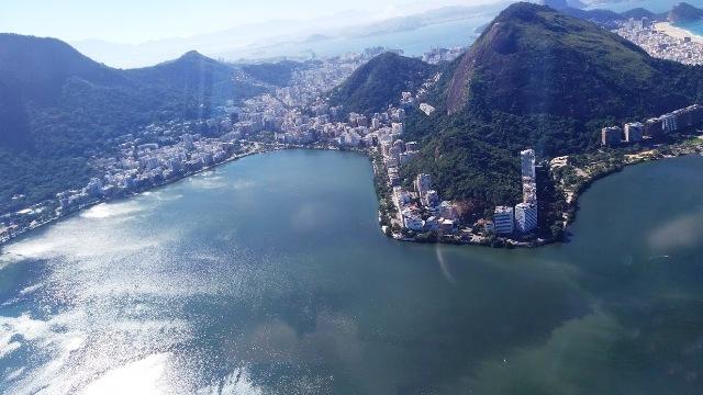 Um voo de helicóptero por esse lindo cenário que é o Rio de Janeiro