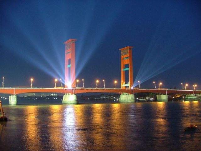 Eksotisme+Jembatan+Ampera+di+Malam+Hari.